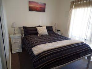 studio apartment Dromana bedroom
